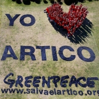 Volunteers create a human 'I Love Arctic' banner in Buenos Aires. 