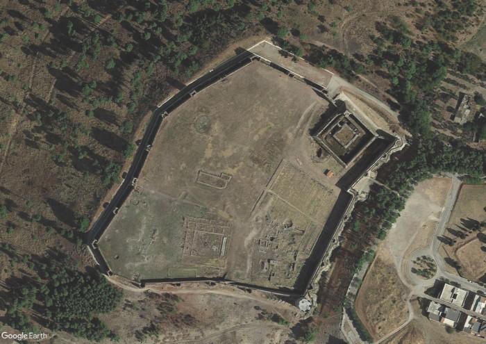 Fortezza svevo-angioina di Lucera. Veduta aerea.