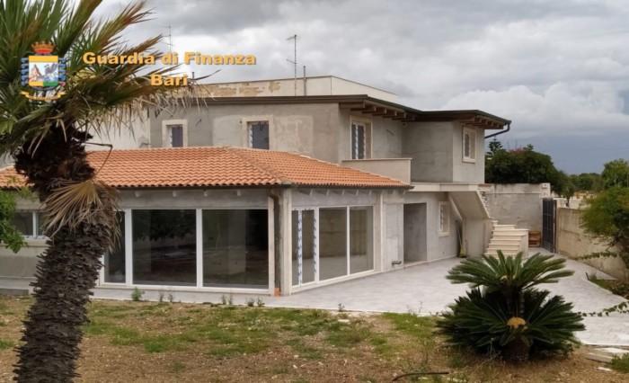 GdF Bari sequestro villa sul mare (1)