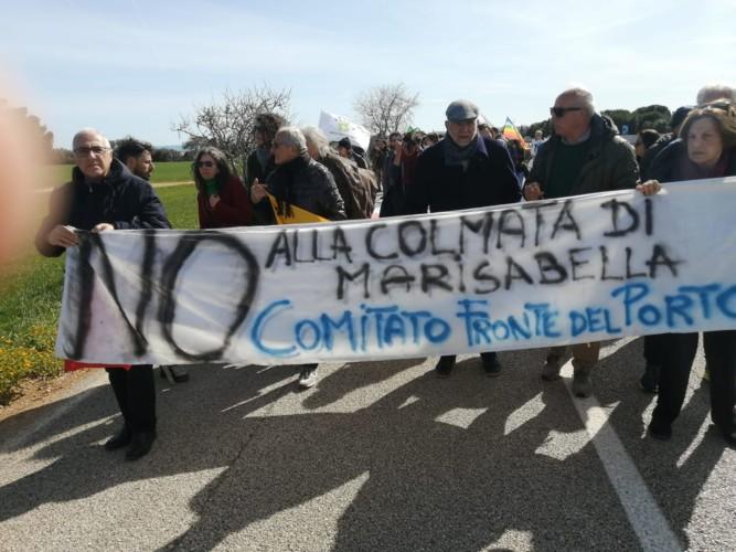 manifestazione fronte del porto