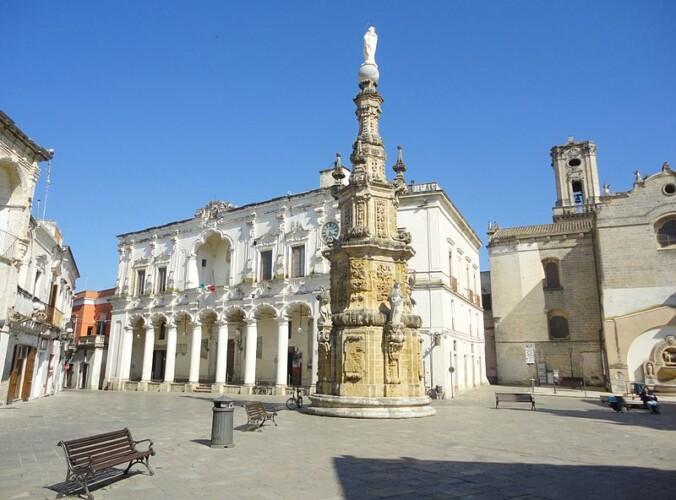 Piazza_Salandra_di_Nardò,_Lecce_autore lupiae_ licenza Creative Commons Attribution-Share Alike3.0 Unported