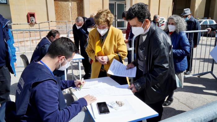 vaccini a 79enni hub Fiera Bari