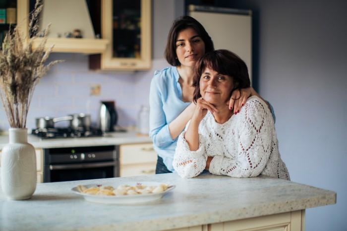 madre e figlia_pexels-elina-fairytale-