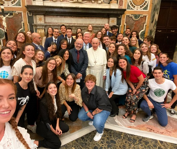 selfie dei giovani di Earth day con Papa Francesco