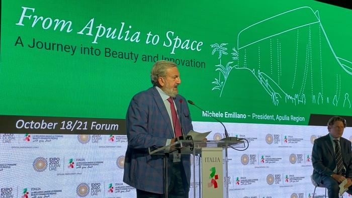 Dubai from Apulia to space_3